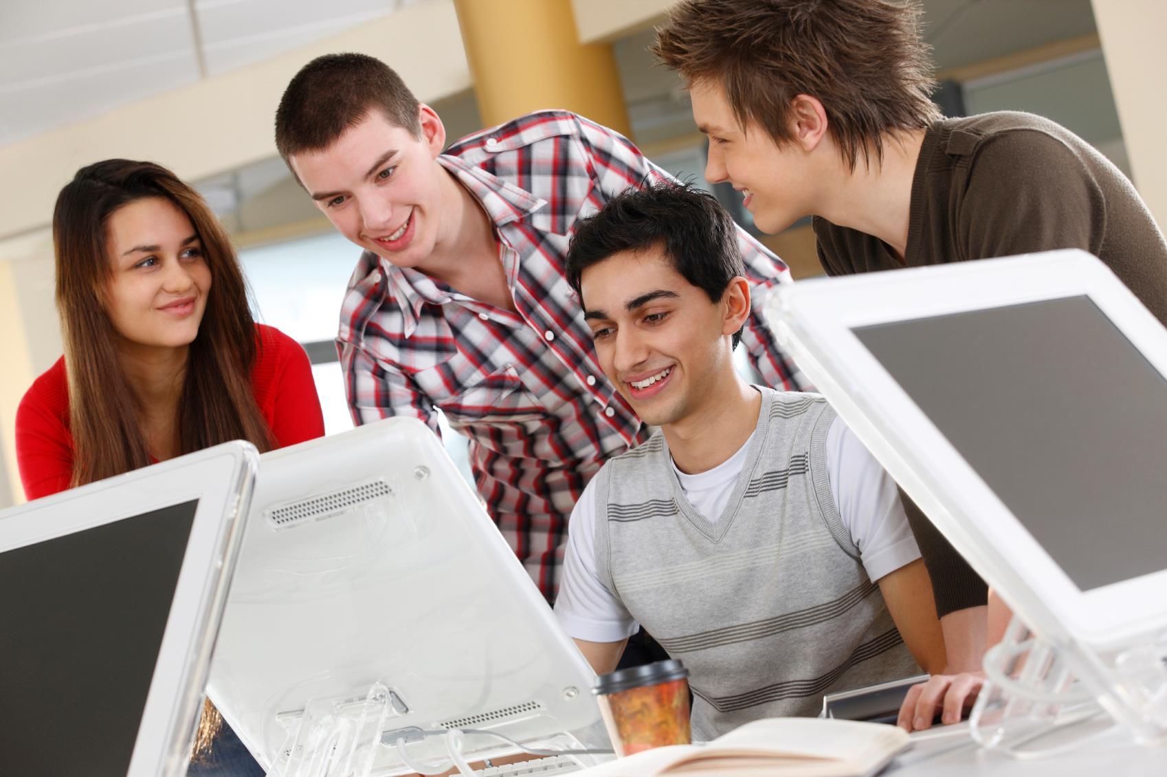 Ayuda a los jóvenes a encontrar empleo con una plataforma como PathSource