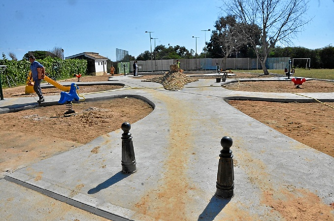 El ayuntamiento de Palos de la Frontera inaugura un parque infantil con un huerto