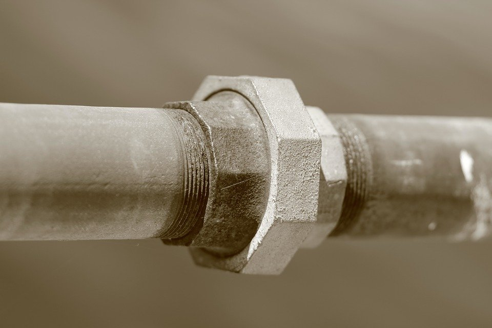Monta una empresa desatascadora de tuberías de agua en pisos y casas