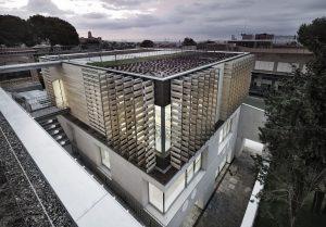 El edificio con cubierta vegetal del colegio Oak House School gana dos premios internacionales