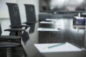 ¿Por qué es importante alquilar una sala de reuniones al montar un negocio?