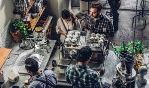 Cómo las pequeñas empresas contribuyen a la comunidad local