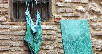 La diseñadora Anna Vicent crea una colección de bañadores pintados a mano