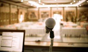 Cómo organizar una conferencia paso a paso