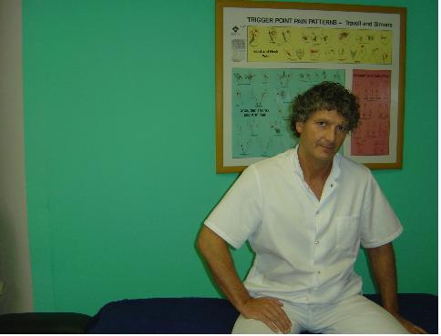 Empezó a los 40 desde 0 y hoy ya es el mejor terapeuta manual de Barcelona