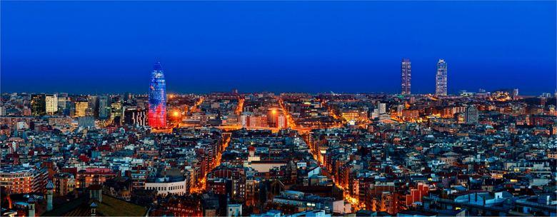 36 emprendedores crean una app en un AVE Barcelona-París
