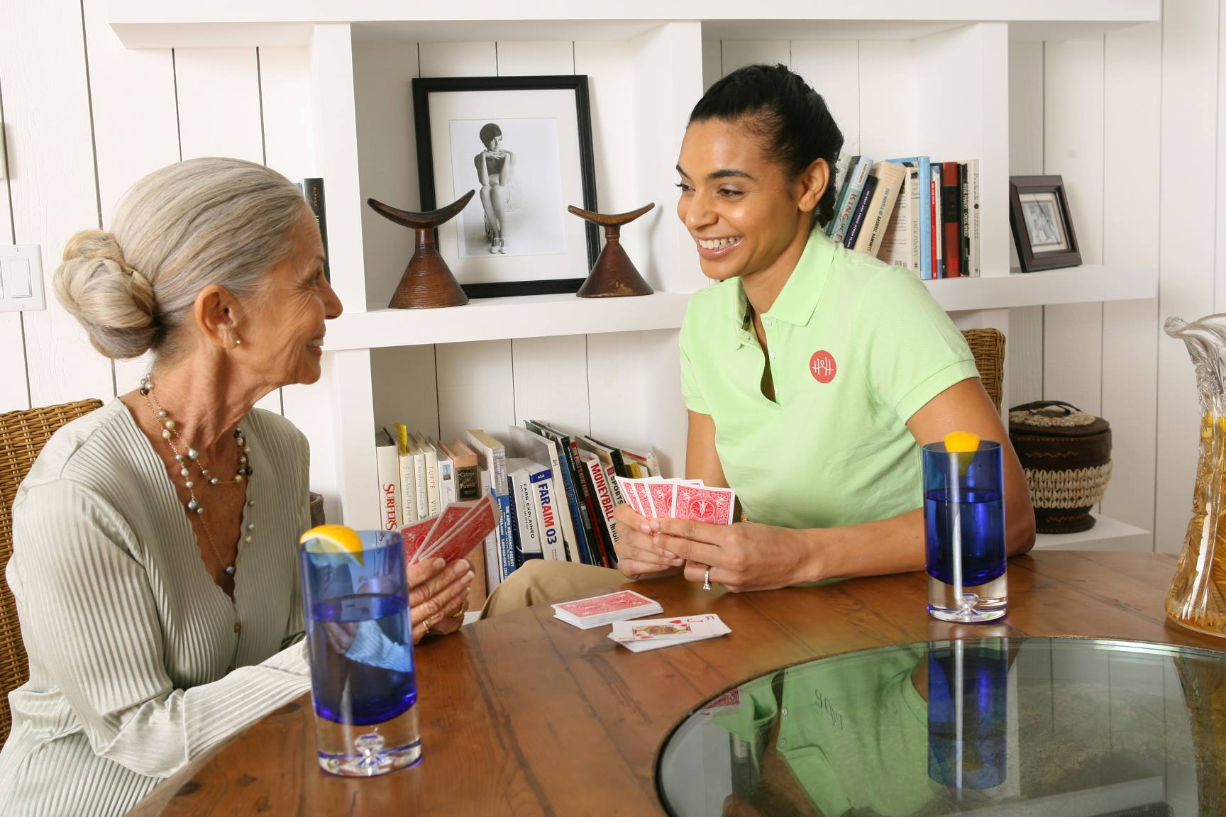 Facilita la contratación de cuidadores para mayores con un proyecto como HomeHero