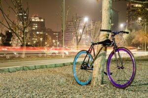 Los emprendedores Juan Monsalve, Andrés Roi y Cristóbal Cabello crean una bicicleta antirrobo