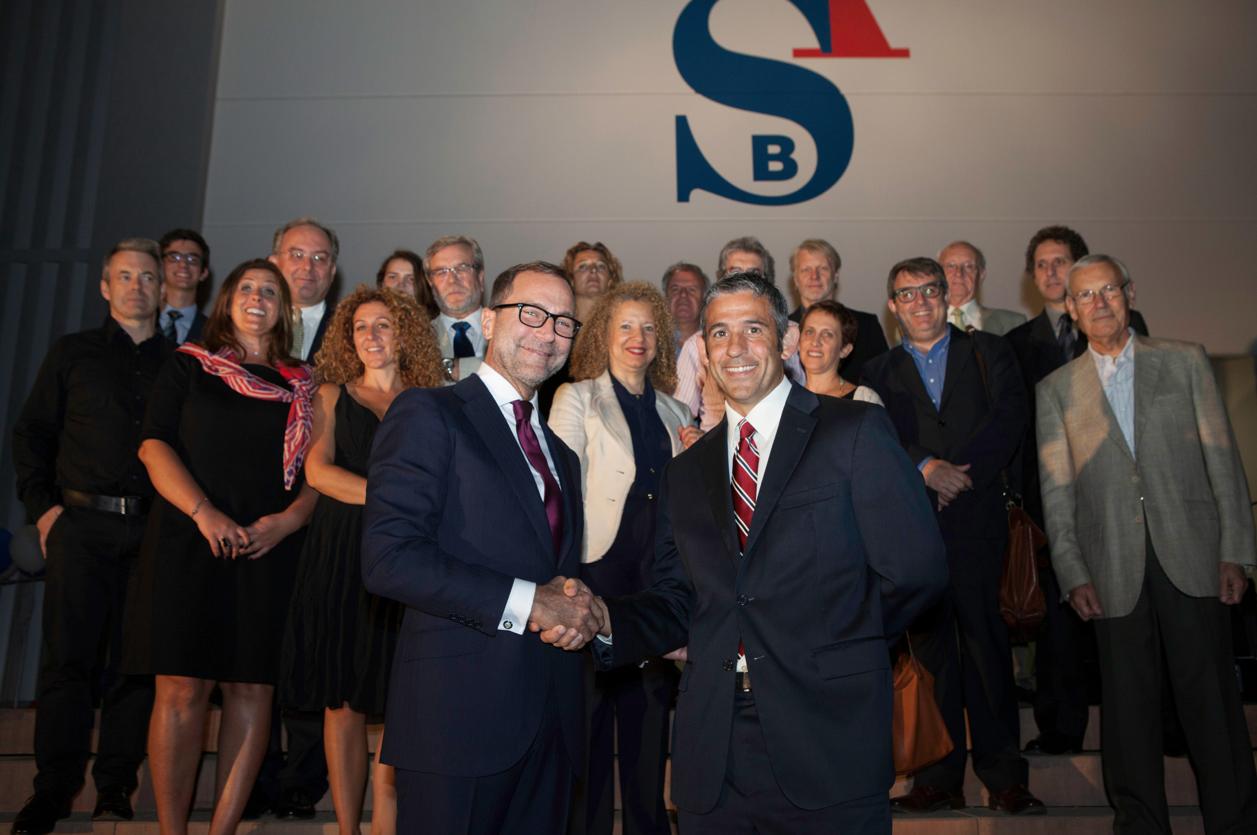 La ASB inaugura sus nuevas instalaciones con el embajador de Estados Unidos James Costos