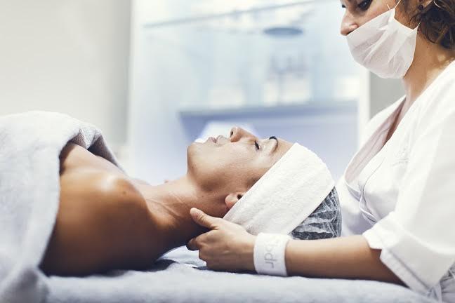 Emprendedores españoles crean la Cápsula del tiempo, un tratamiento para rejuvenecer la piel