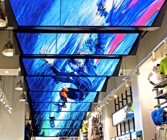 La cartelería digital in-store: la apuesta de las grandes marcas de retail