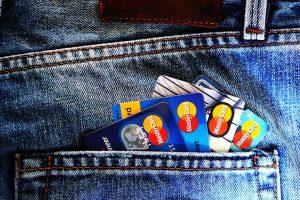 ¿Cuáles son las diferencias entre una tarjeta de crédito y una de débito?
