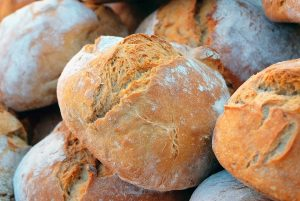 Una empresa finlandesa lanza al mercado el primer pan de grillos comercial del mundo