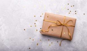 Las mujeres pasan más tiempo que los hombres buscando regalos para sus parejas - Diario de Emprendedores