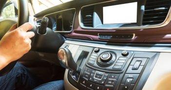 ¿Pasas muchas horas al día en el coche? Esta es la mejor música para conducir - Diario de Emprendedores