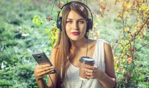 Casi el 60 % de los usuarios de audiolibros en España son mujeres - Diario de Emprendedores