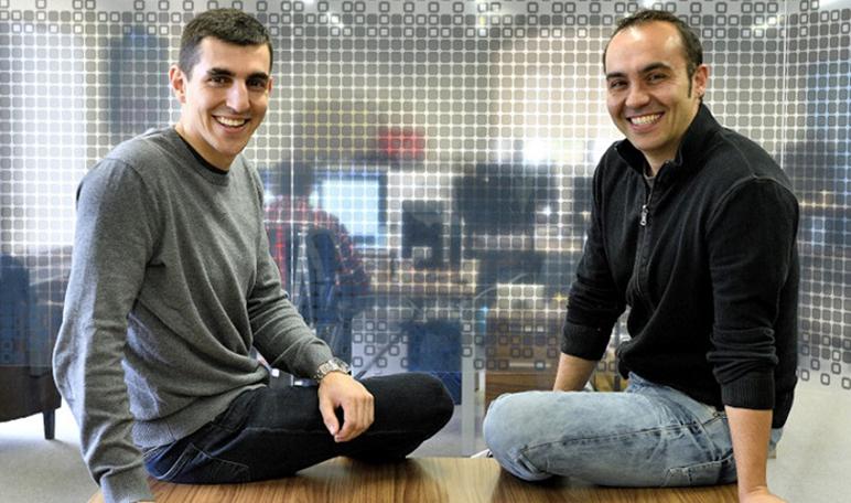 We interviewed the entrepreneurs Álvaro Peña, Arnau Vendrell and Carlos Díaz, founders of iSocialWeb - Diario de Emprendedores