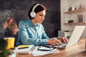 6 ventajas de estudiar ADE a distancia - Diario de Emprendedores