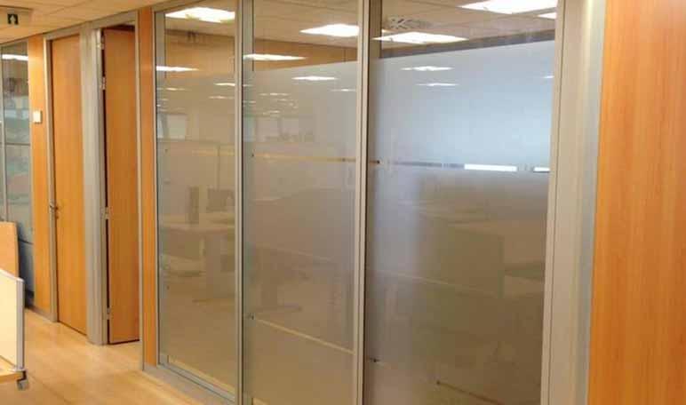 Cómo crear diferentes espacios de trabajo con mamparas - Diario de Emprendedores